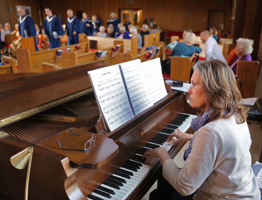 Organist at Nokomis Presbyterian Church